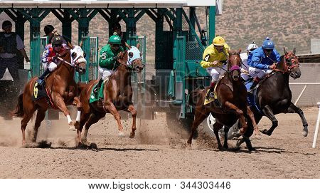Prescott Valley, Arizona/usa - September 1, 2019 : Quarter Horses Accelerate Out Of The Gate During
