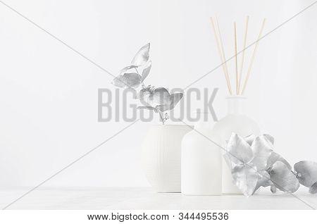 Simple Contemporary White Decorations For Interior - Aromatic White Diffuser With Sticks, Ceramic Va