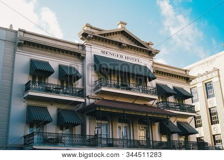 San Antonio, Texas, Usa - July 15 2009: The Menger Hotel, A Famous Historical Hotel In Downtown San