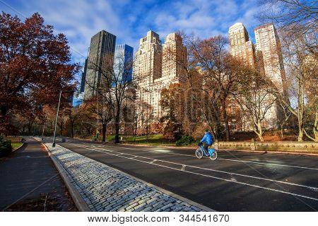 New York City, New York, Usa - November 27, 2018: Cyclists In Central Park On November 27, 2018. Cen