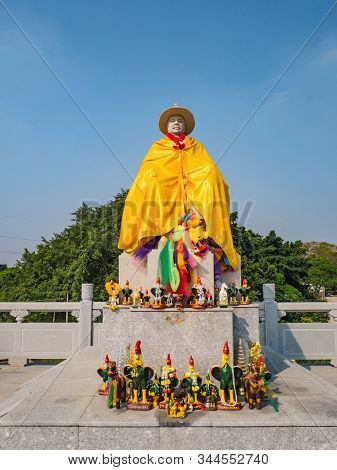Chenghai.shantou/china-02 April 2018:king Taksin Statue In Grave Of King Taksin At Chenghai District