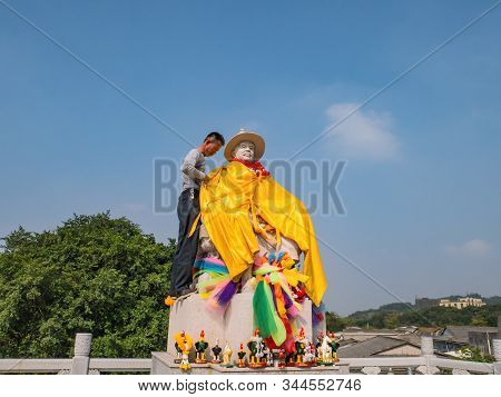 Chenghai.shantou/china-02 April 2018:unacquainted People Take Care Of King Taksin Statue In Grave Of