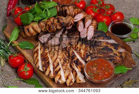 Mixed Grilled Meat Platter. Assorted Delicious Grilled Meat With Vegetable. Mixed Grilled Meat With