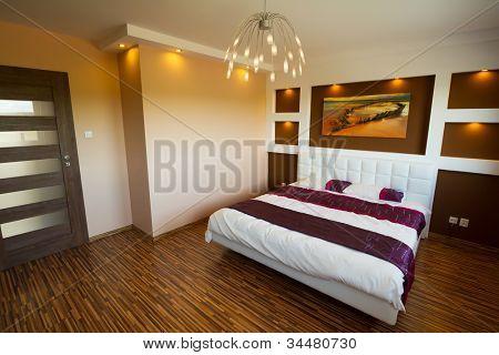 moderne Schlafzimmer-Interieur mit Bild von Schiffbruch. (Foto aus meinem Galler Schiffbruch