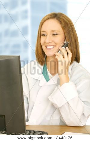 Doctor Analyse Computer And Calling