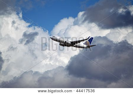 United Airlines Boeing 737-724