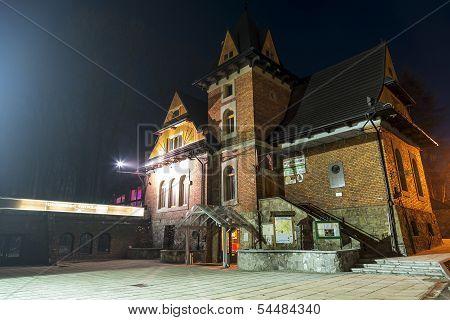 Dworzec Tatrzanski Club In Zakopane By Night