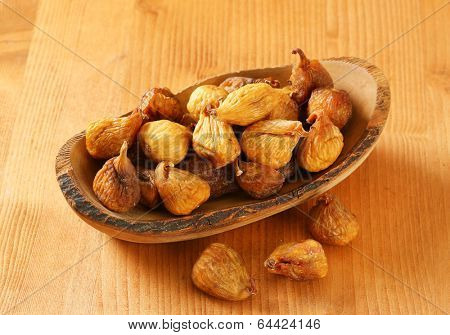 naturally dried figs served on the wooden tray