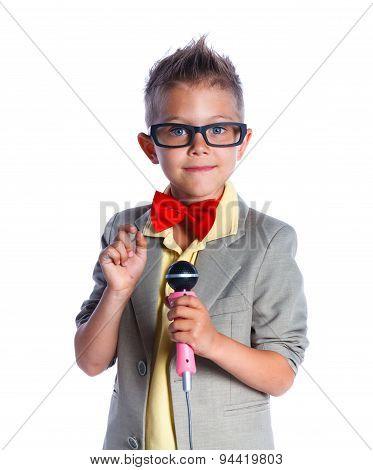 Little singer and showman