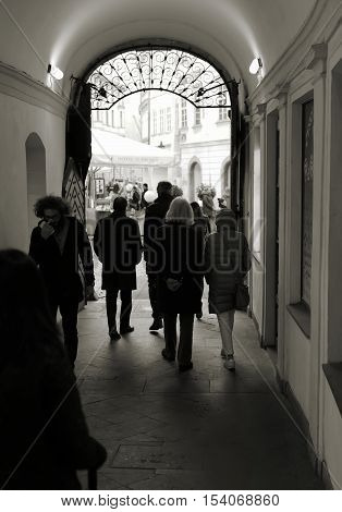 PRAGUE, CZECH REPUBLIK - OCTOBER 19, 2016: Tourists during the passage to a hotel in the backyard in the Old Town of Prague.