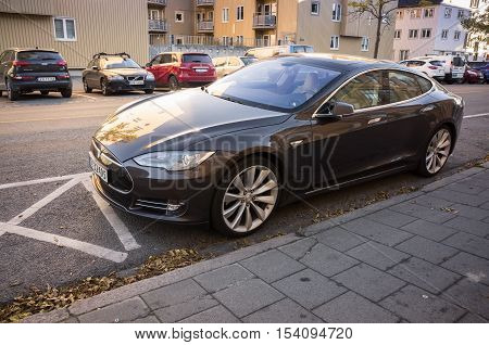 Tesla Model S, Full-size All-electric Luxury Liftback