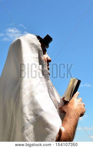 Jewish Man Pray