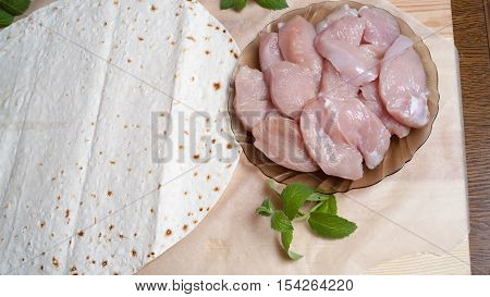 pizza, unleavened wheat cake, tomato, chicken fillet, cheese mozzarella, olive oil, appetite, food, food, kitchen, useful, vegetable, ingredient, snack, ketchup, paste, recipe, background