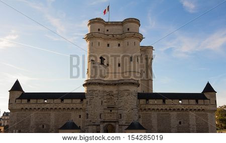 The Vincennes castle was at the heart of the French monarchy until 1682 when Louis XIV chose to settle in Versailles.The keep was used as a prison: Fouquet Marquis de Sade and Mirabeau were held here