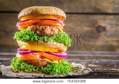 Double-decker Burger Made ​​from Vegetables And Beef