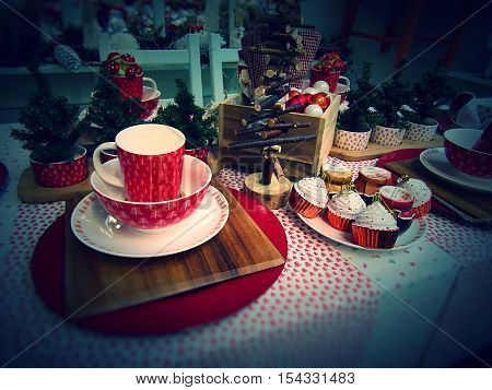festive red and white Christmas dining table setting