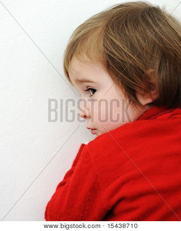 Lindo bebé escondido