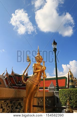 Bangkok, Thailand -oct 23 : Unidentified Tourists At Wat Phra Kaew On Oct 24 2016 In Bangkok, Thaila