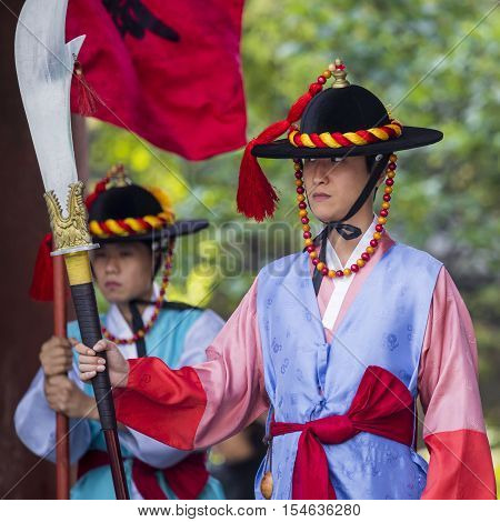 Seoul, South Korea - October 20, 2016: Palace Guards In Traditional Costumes Solemnly Guard The Impo