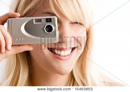 Frau nehmen Foto mit kleinen Digitalkamera