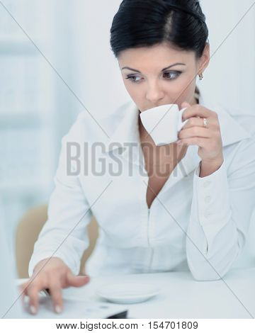 Business woman drink cofee