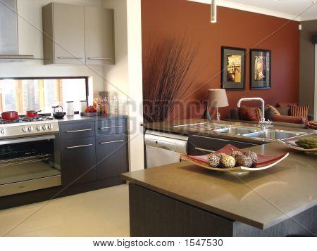 Кухня в теплых тонах  № 889856 загрузить