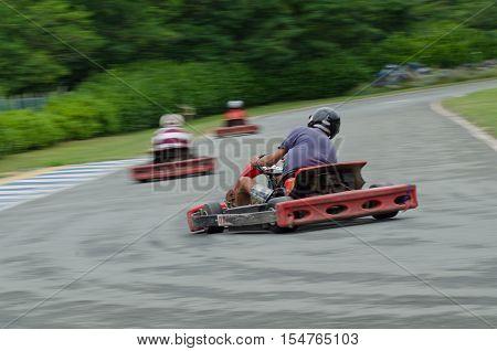Pilot runs on go kart: photographed with panning technique