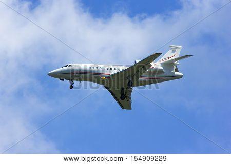 CHIANGMAI , THAILAND -APRIL 1 2014: N28VL. Private AIrcraft, Dassault Falcon 900EX. Landing to Chiangmai airport. Thailand.