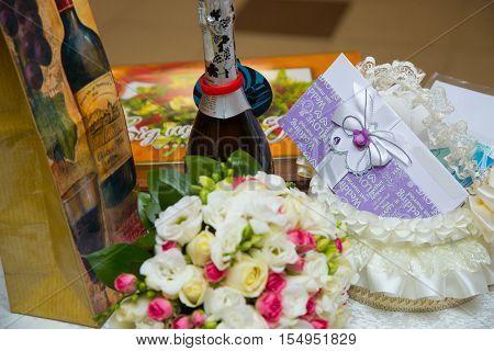 Wedding gifts champagne Bridal bouquet Proleteli envelope
