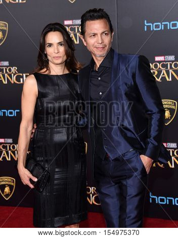 LOS ANGELES - OCT 20:  Benjamin Bratt and Talisa Soto arrives to the