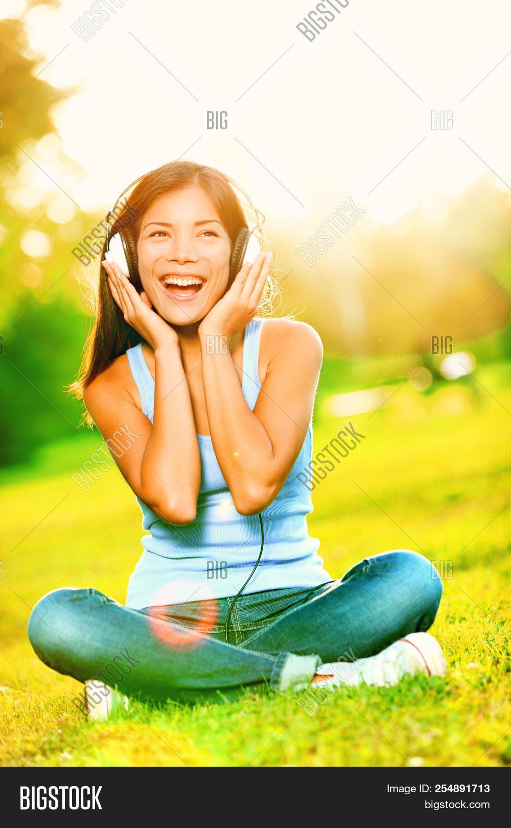 Music Headphones Woman Image & Photo (Free Trial) | Bigstock
