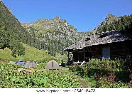 Hut / Shelter / Sheepfold And Tents - Camping Site On The Valea Rea Trail To The Moldoveanu Peek . M