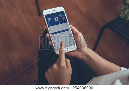 Bangkok, Thailand - September 24, 2018 : Hand Is Pressing The Facebook Screen On Apple Iphone 6 ,soc