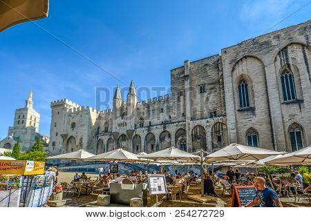Avignon, France - September 22 2016: Sidewalk, Outdoor Restaurant In The Place Du Palais In Front Of