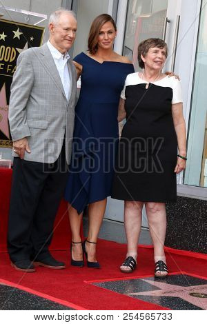 LOS ANGELES - AUG 20:  Bill, Jennifer, and Patricia Garner at the Jennifer Garner Star Ceremony on the Hollywood Walk of Fame on August 20, 2018 in Los Angeles, CA