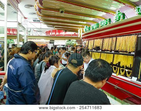 Bangkok, Thailand - August 18, 2018: A Lot Of People Wait To Buy Gold In Hua Seng Heng Famous Gold S