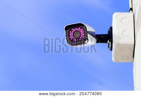 Wireless Security Camera Are Closed-circuit Television (cctv) Camera That Transmit A Video And Audio