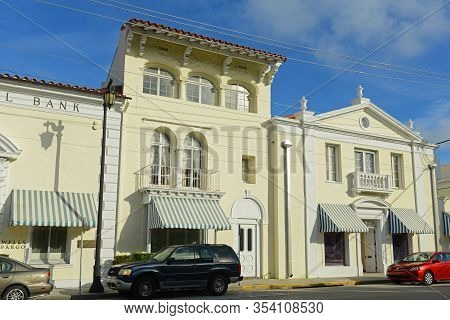 Palm Beach, Fl, Usa - Jan 2, 2015: First National Bank On South County Road In Palm Beach, Florida F