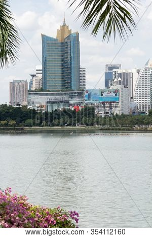 Bangkok, Thailand-sep 23rd September 2012: The Terminal 21 Shopping Mall And Centrepoint Hotel Viewe