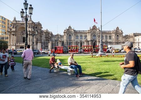 Lima / Peru - May 10 2016: The Presidential Palace On The Plaza De Armas With People And Traffic In