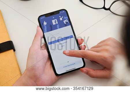 Chiang Mai ,thailand - Jan 19, 2020 : Woman Hand Holding Iphone Xs To Use Facebook With New Login Sc