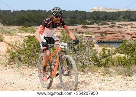 Cala Tarida, Ibiza, Balearic Islands, Spain : 2017 Abril 17 : Cyclists In Vuelta Ibiza Btt 2017 In I