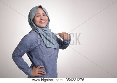 Confident Muslim Lady Smiling And  Pointing Herself