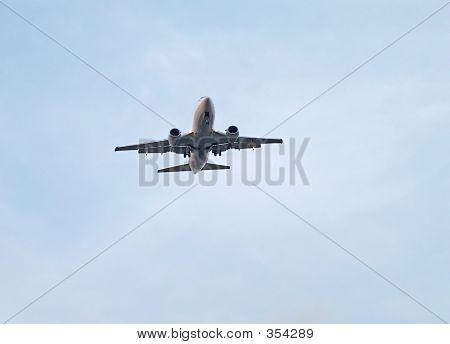 Airliner Flyover