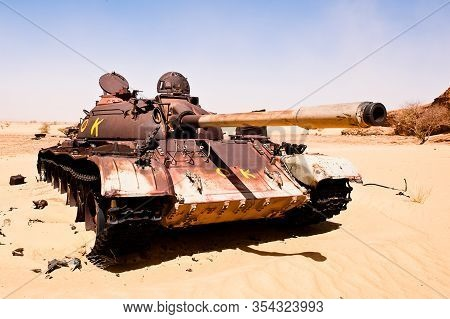 An Old  Tank In The Sahara - A Relict Of The Desert War In 1981 To 1986 When Khadafy Tried To Annex