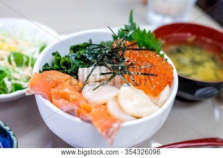 Close Up Japanese Seafood Rice Bowl With Salmon  Sashimi ,salmon Eegs , Scallop, Nori,vegetable Come
