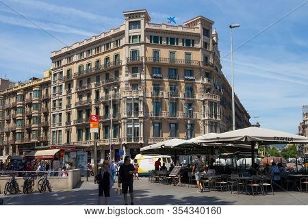 Barcelona, Spain - May 16, 2017: View Of The Hotel Ginebra On The Rambla De Catalunya St. In The His