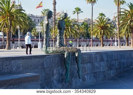 Barcelona, Spain - May 16, 2017: Sculptures Known As The Couple (la Parella In Catalan) By Chilean A