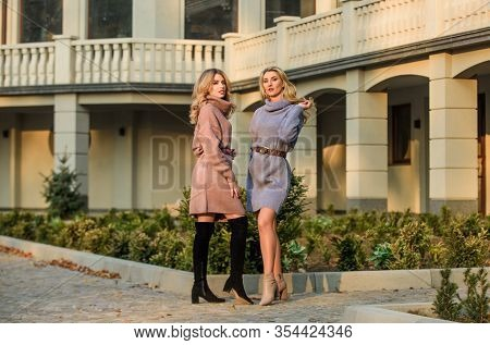 Elongated Sweatshirts Tunics Or Dress. Girls Look Very Nice In Fall Outfits. Emphasize Waist With St
