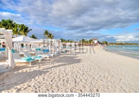 Rows Of Beds And Chairs On A Sunny, Sandy Tropical Beach In Caribbean Coast Of Cancun, Mexico. Conce
